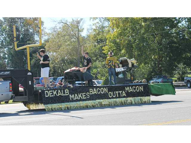 Seniors win homecoming float competition