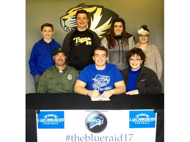 Nokes, Cross sign to play college football
