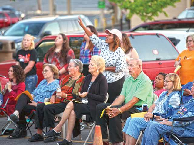 Community gathers in prayer