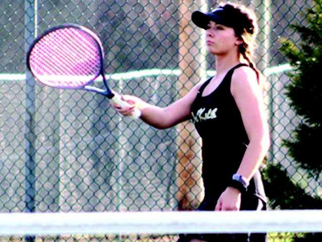Tennis team nets sweep