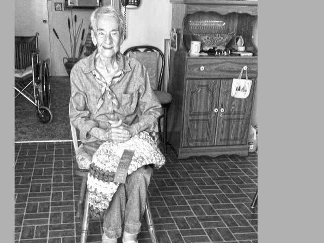 Fran Arnold still making rugs at 98