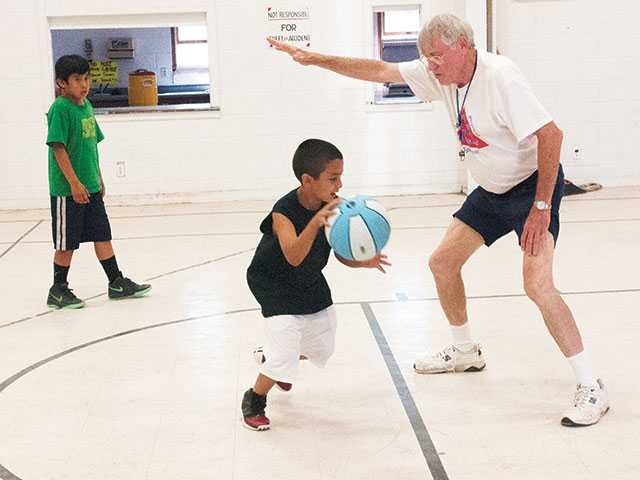 Free basketball camp to stress fundamentals