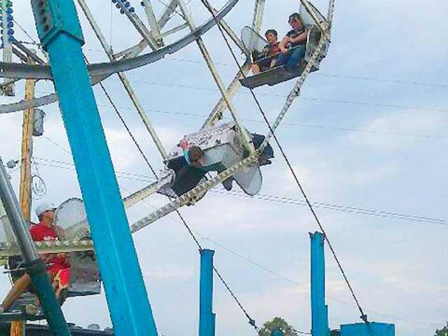 Ferris wheel cart overturns