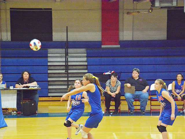 WCMS volleyball gets road win