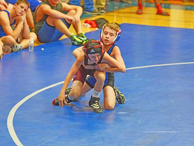 WCMS wrestlers split matchups