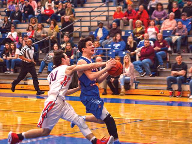 Pioneers give Cavs a scare