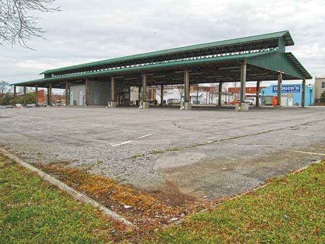 Farmers Market signs lease for $1