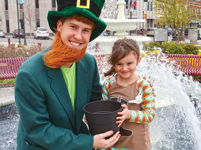 Leprechaun costume lucky charm for Hunt