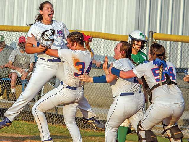 Lady Pioneers reach regionals
