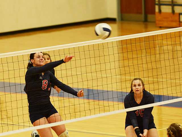 Lady Pioneers finish 3-2 in day full of volleyball