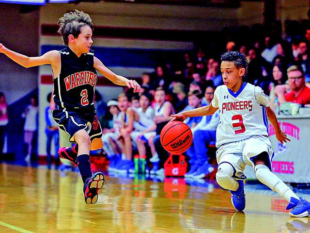 Pioneers blowout Centertown in finals