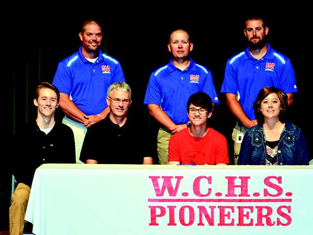 Hollingsworth inks with Redhawks