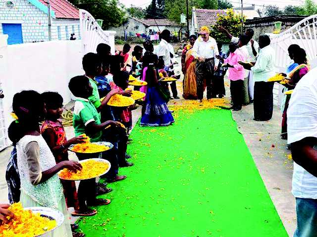 Cook family helps orphans in India