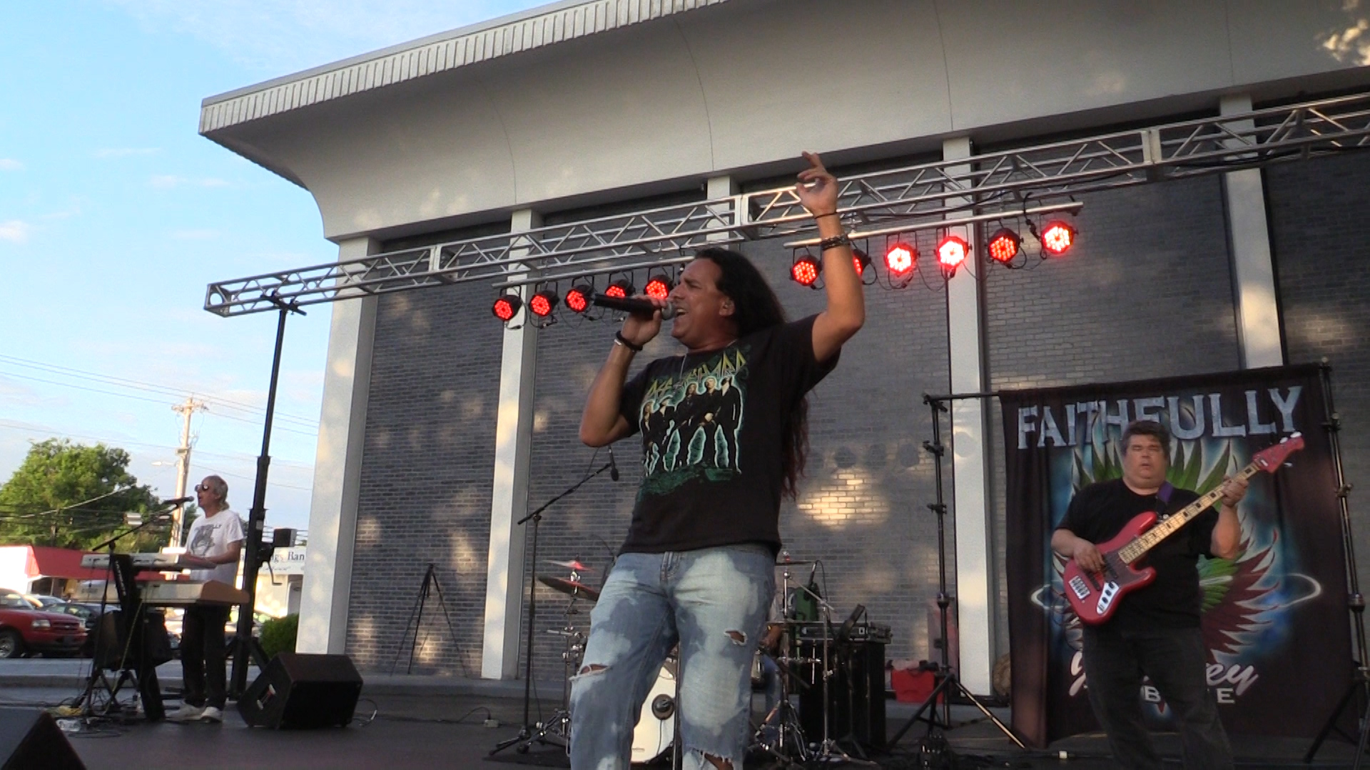 VIDEO: Faithfully performs at Main Street Live