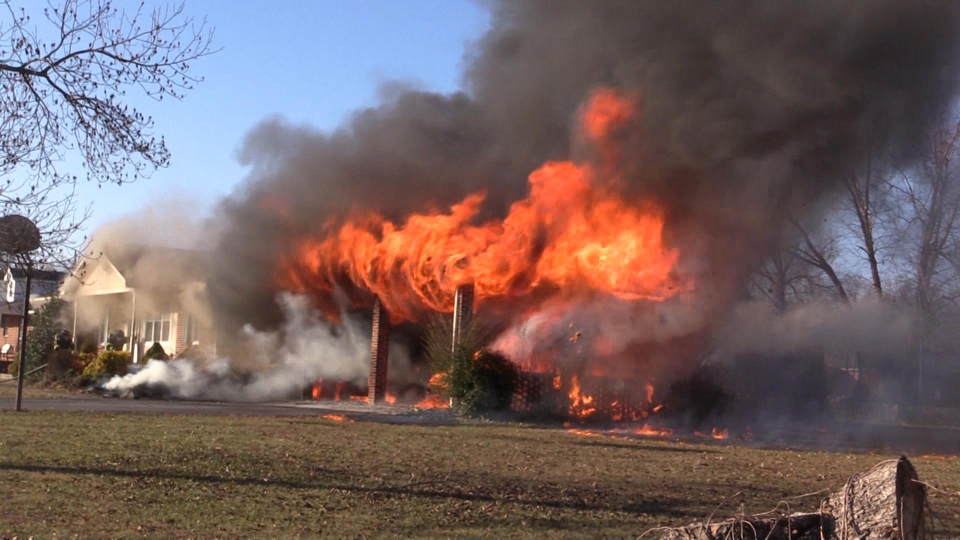VIDEO - Home burns on C. Rody