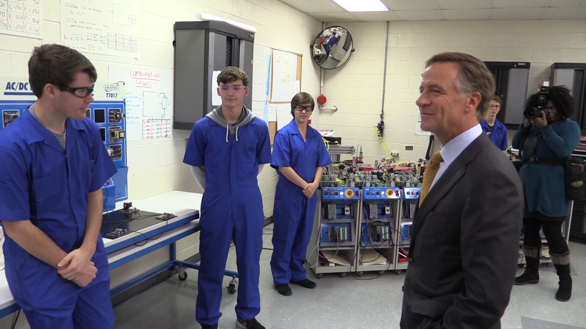 VIDEO - Governor Haslam tours WCHS