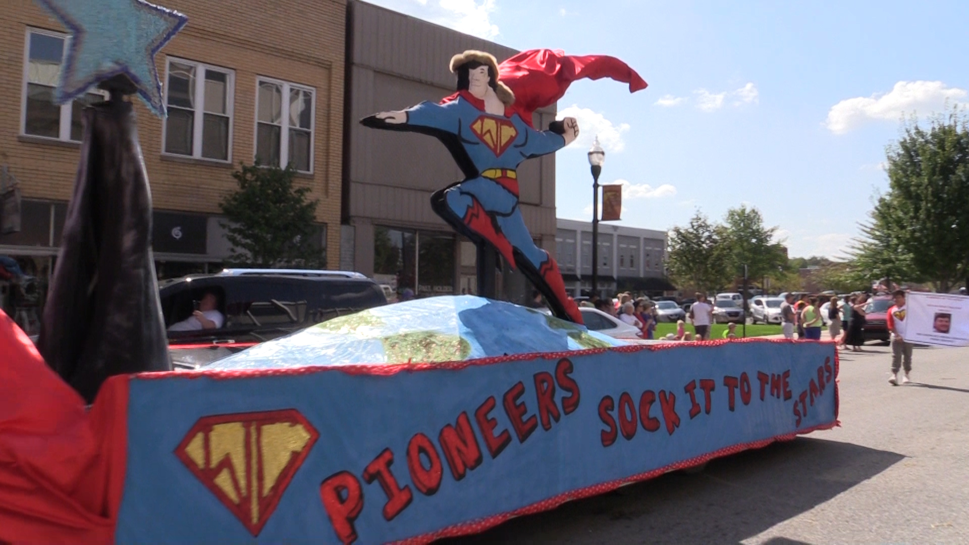 VIDEO - Pioneer homecoming parade