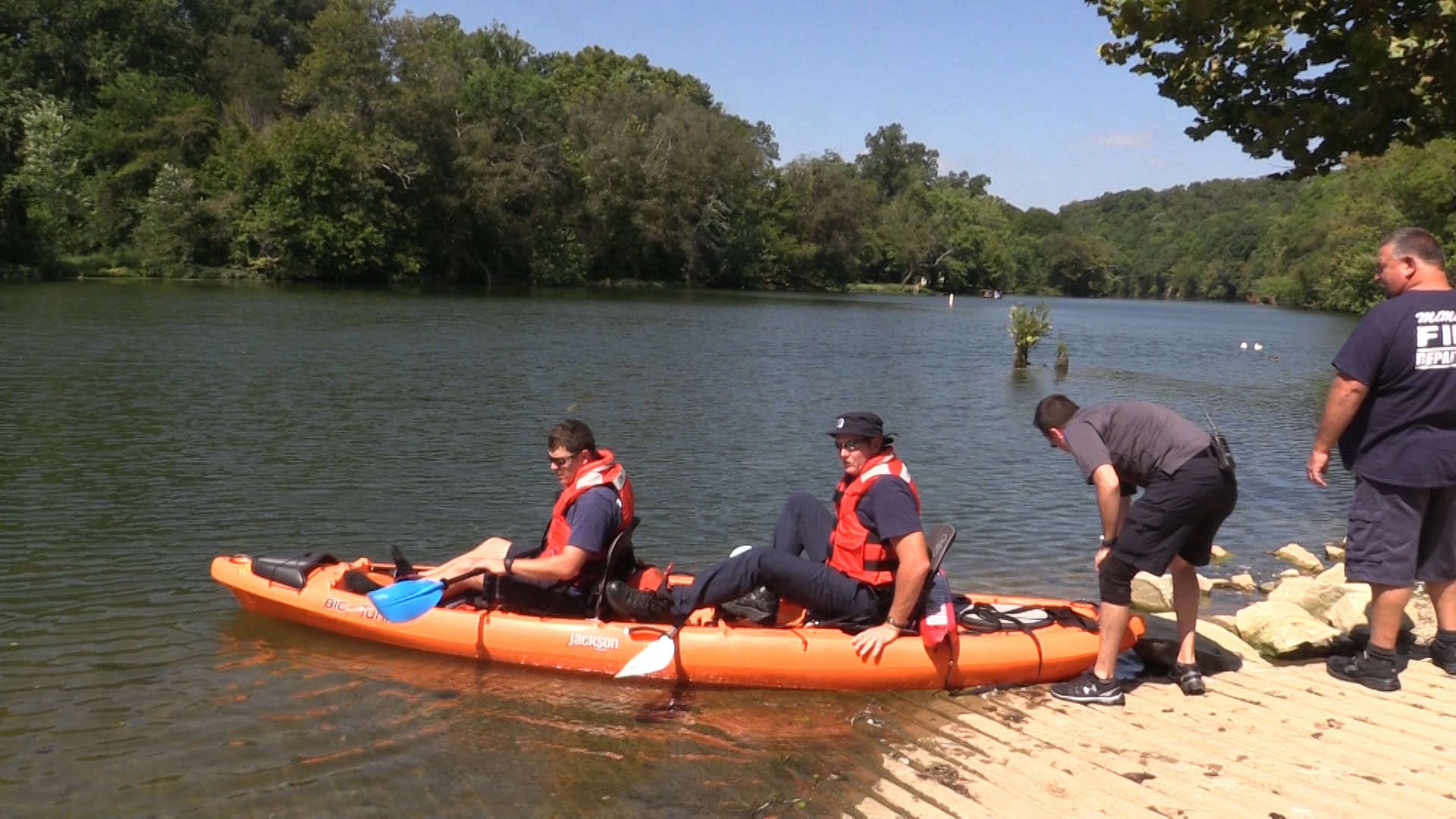 VIDEO: Boaters rescued from Barren Fork