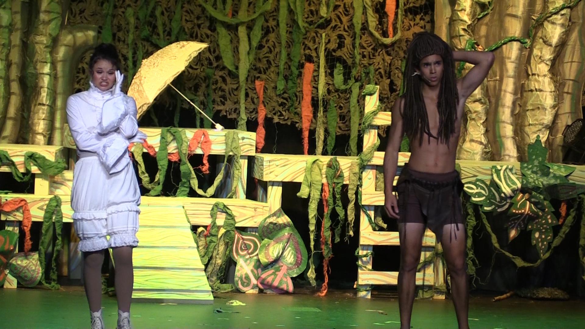 VIDEO - Tarzan swings into the Park