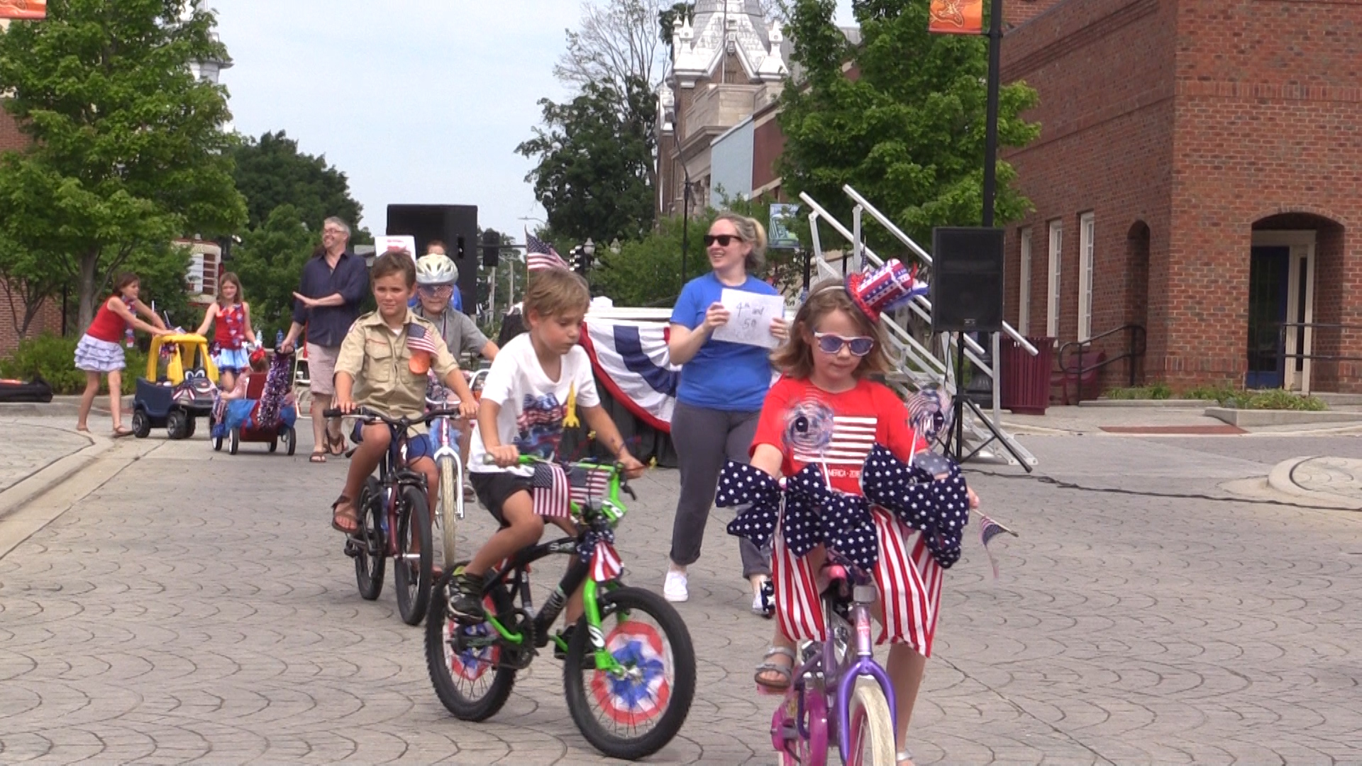 VIDEO: Junior Auxiliary's Yankee Doodle Parade