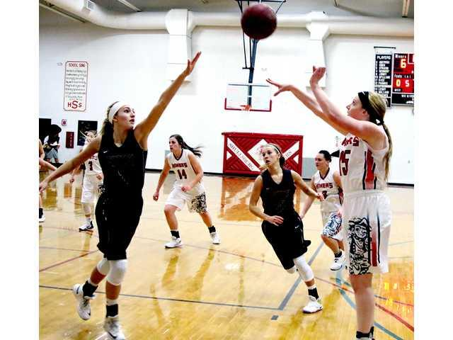 Shullsburg opens title defense with wins over Belmont, Potosi