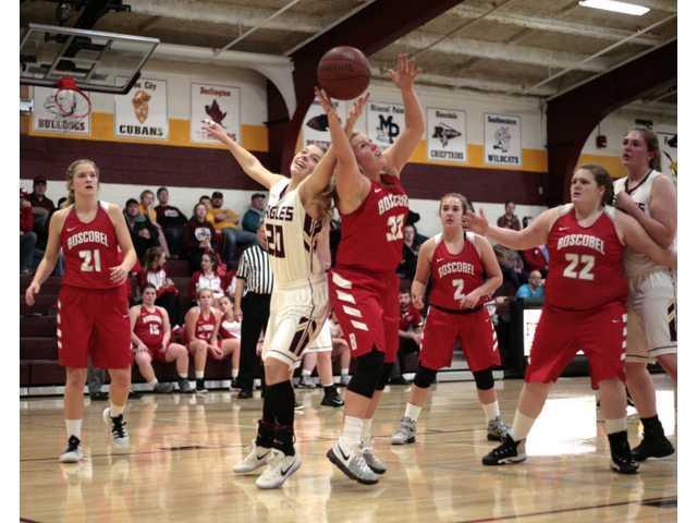 Lady Bulldogs defeat Golden Eagles