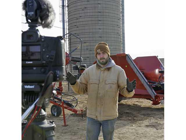 Kuster shows the internet 'How Farms Work'