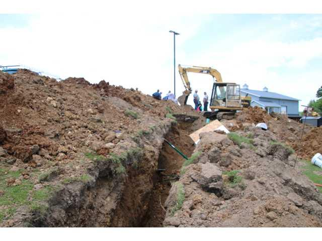 Three injured in trench collapse