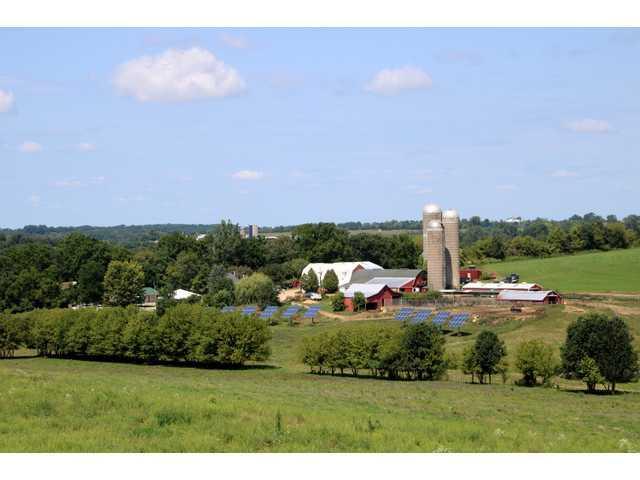 Congressman visits organic farm
