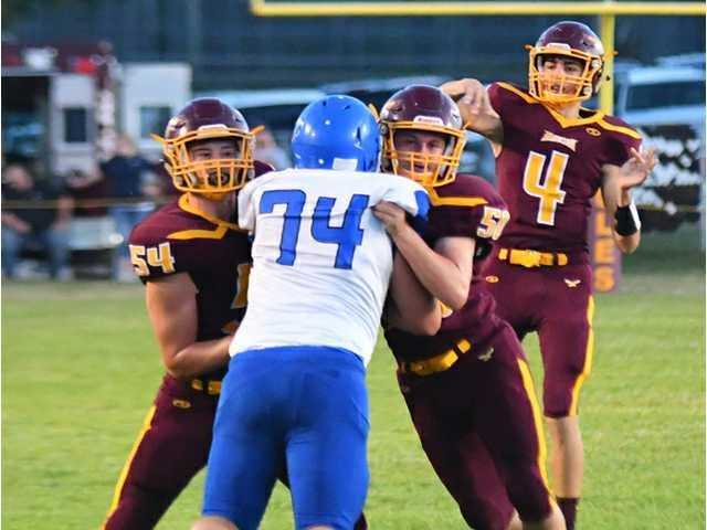 Fennimore breaks all-time scoring mark in 67–6 Homecoming rout of Southwestern