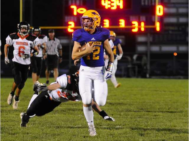 Arrows cruise past Richland Center