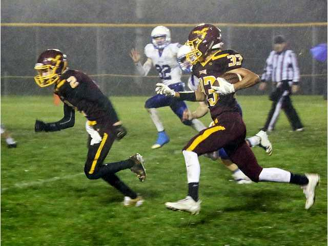 Larson injury, poor weather slow Eagles in loss to Mineral Point