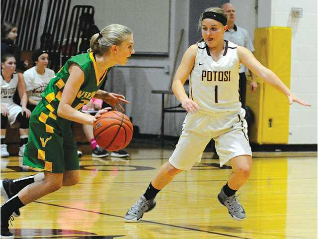 Kaiser, Chieftains cruise past Pec in opener
