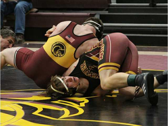 Neuroth's dramatic pin lifts Fennimore to team title at Denver Duals