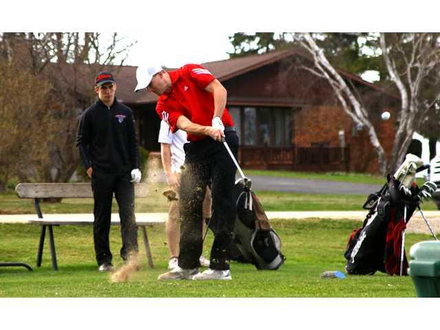 Darlington golfers keep lowering scores