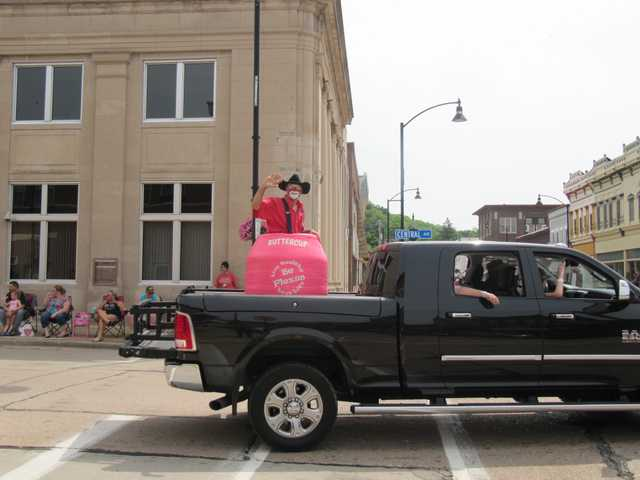 Rodeo/Dairy Days Parade celebrates contestants, industry