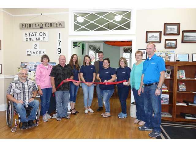 Ribbon cut at Richland Chamber office