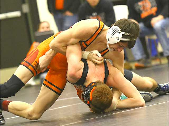 Belmont/Platteville crowns five champs, places 3rd at own tourney